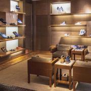 Interieur van een schoenenwinkel