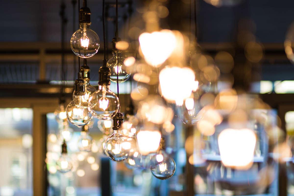 Ter illustratie: hangende moderne lampen