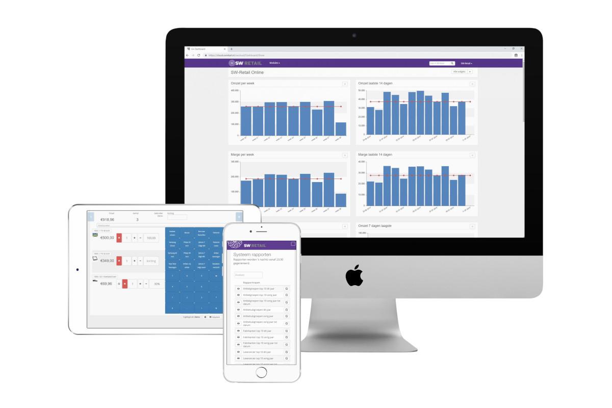 Voorbeeld voor kassasysteem WooCommerce koppeling: SW-Retail dashboard op desktop, SW-Retail kassasysteem op tablet, SW-Retail rapporten en overzichten op mobiel