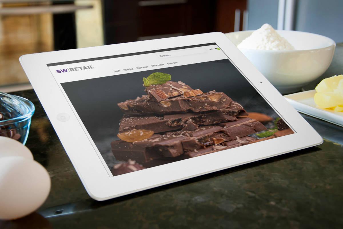 Voorbeeld webshop voedingspeciaalzaak op tablet in keuken setting
